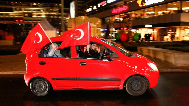 Ex-Grünen-Chef Özdemir verurteilt Feierlichkeiten in Berlin nach Erdoğans Wahlsieg