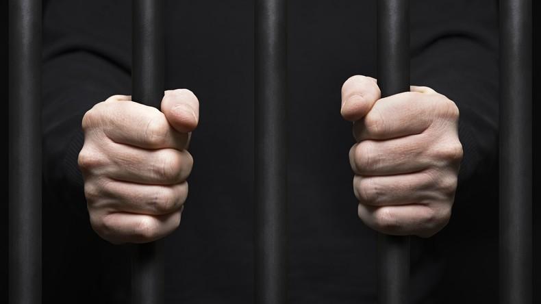 Zwei Stunden Freiheit: US-Häftling kommt irrtümlicherweise frei – Seine Frau bringt ihn zurück
