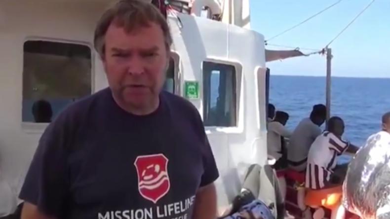 Kapitän bittet um Hilfe: Deutsches Migranten-Rettungsschiff treibt seit Tagen auf dem Mittelmeer