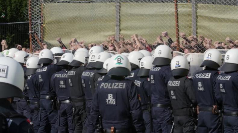 """Österreich trainiert an Grenze: Soldaten und Polizisten im Einsatz gegen """"Migranten-Ansturm"""""""