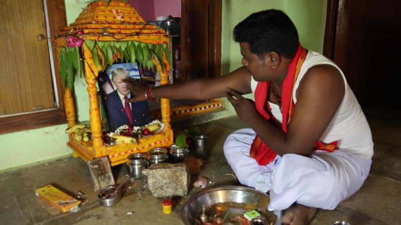 """""""Er betet ihn seit drei Jahren täglich an"""" - Inder glaubt fest daran, dass Trump ein Gott ist"""