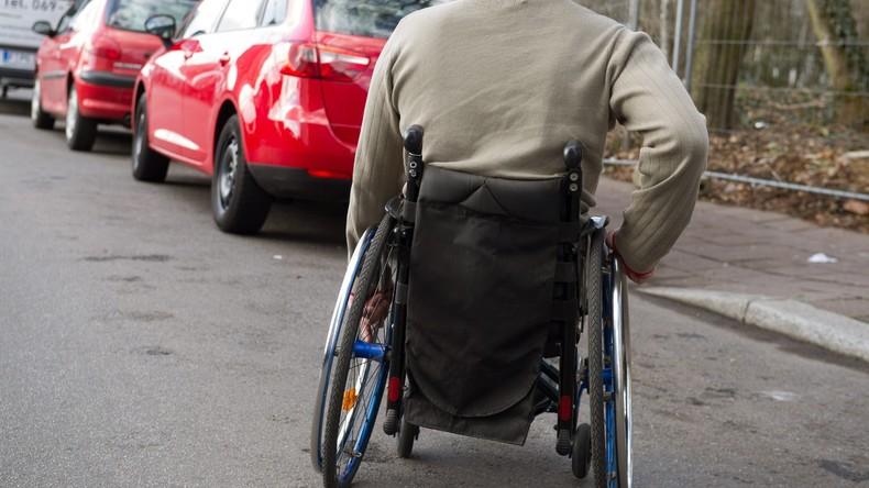 94-Jähriger Geisterfahrer im Rollstuhl entkommt nur knapp einem Unfall