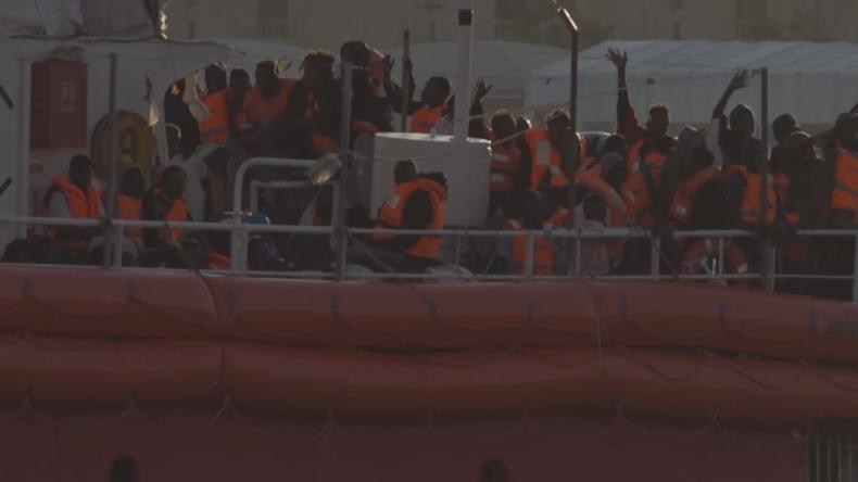 """Deutsches Rettungsschiff """"Lifeline"""" ankert nach Tagen des Umhertreibens auf dem Meer in Malta"""