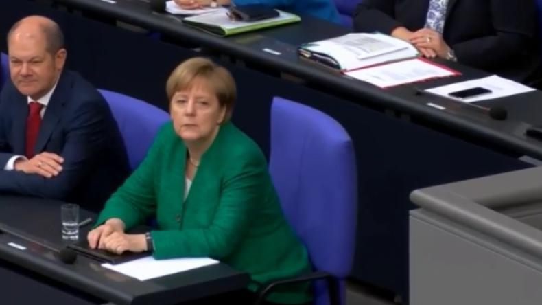 """Vom Sturz Merkels bis zu """"Wahnsinnigen in der Regierung"""" - Bundestag streitet über Migrationskrise"""