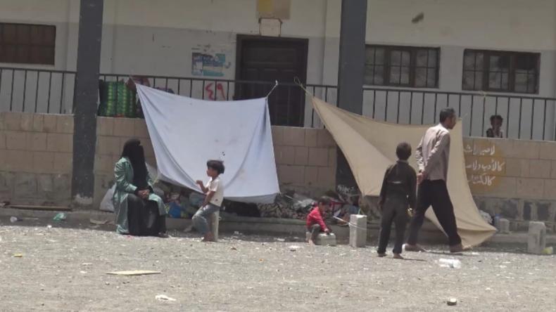 """Jemen: """"Die Flugzeuge schossen ohne Gnade auf uns"""" - Tausende fliehen vor saudischen Bomben"""