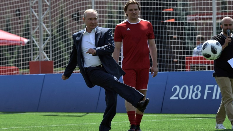 """""""Die ganze Welt sieht diese fantastische Party hier"""" - Putin und Infantino üben Elfmeterschießen"""
