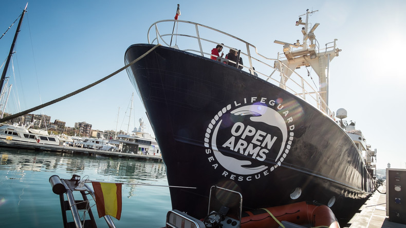 Spanische Seenotretter nehmen Migranten trotz Schiffsblockade durch Italien an Bord