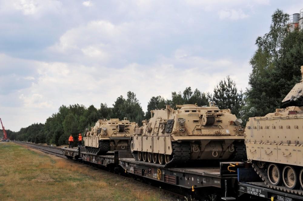 US-Militär lässt es auf deutschen Straßen rattern: Die einen gehen - Die anderen kommen