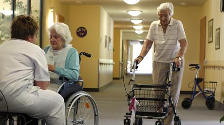 Ein Seniorenwohnheim in Eichenau bei München: In letzten Jahren stieg das Interesse ausländischer Beteiligungsfirmen an deutschen Alten- und Pflegeheimen.