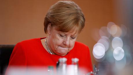 Wer hat in der Flüchtlingskrise 2015/2016 versagt? Das Bundesamt für Migration und Flüchtlinge? Oder die Bundesregierung? Kanzlerin Angela Merkel gerät in der BAMF-Affäre zunehmend in die Kritik.