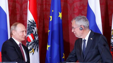 Der russische Präsident Wladimir Putin hat sich bei seinem Wien-Besuch zuerst mit Bundespräsident Alexander Van der Bellen in der Hofburg getroffen.