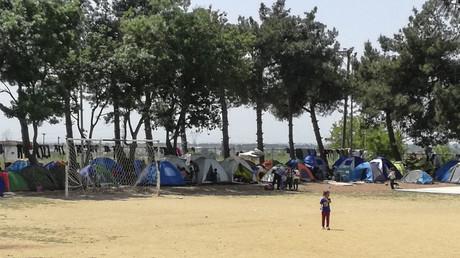 Zelte in einem Flüchtlingslager in Thessaloniki in Griechenland: Über den Fluss Evros kamen in den letzten Monaten vermehrt Flüchtlinge mit Hilfe von Schmugglern aus der Türkei nach Griechenland.