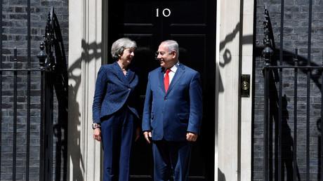 Theresa May heißt den israelischen Ministerpräsidenten Benjamin Netanjahu willkommen; Downing Street, London, 6. Juni 2018.