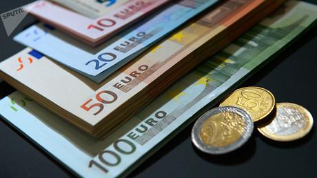 Die GroKo will die im Parteiengesetz geregelte absolute Obergrenze der staatlichen Teilfinanzierung von Parteien aus Steuermitteln für das Jahr 2018 von 165 auf 190 Millionen Euro anheben.