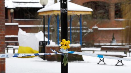Auf dieser von einem Zelt überdeckten Parbank in Salisbury wurden Sergej und Julia Skripal am 4. März bewusstlos aufgefunden.