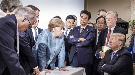 Schlechte Stimmung während des G7-Gipfels: Die Bundeskanzlerin redet auf den US-Präsidenten ein.