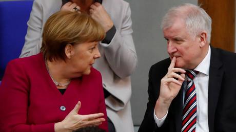 Kanzlerin Angela Merkel (CDU) und Innenminister Horst Seehofer (CSU) am 21. März im Bundestag. Eigentlich wollte der Innenminister am 12. Juni seinen Masterplan zur Asylpolitik vorstellen. Überraschend wurde der Termin abgesagt.