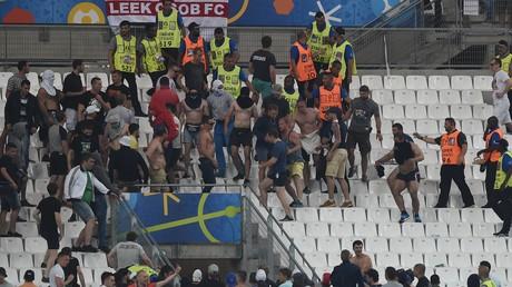 Bilder, die um die Welt gingen: Während des Fußball-EM in Frankreich 2016 kommt es zu gewaltsamen Ausschreitungen zwischen russischen und englischen Hooligans.