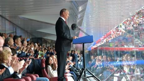 Russlands Präsident Wladimir Putin hält eine Ansprache zur Eröffnung der Fußball-Weltmeisterschaft.