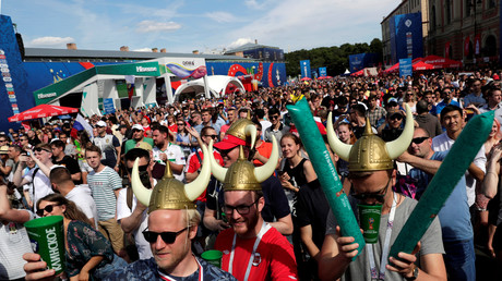 In Sankt Petersburg spielten am 16. Juni Island gegen Argentinien. Auf der Fan-Meile der russischen Stadt waren Island-Anhänger auch als Wikinger unterwegs. Am Ende war es 1:1.