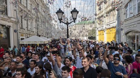 Fußball-Fans aus aller Welt versammeln sich in Russland.