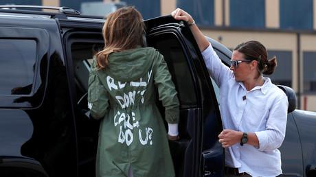 Melania Trump sorgte mit dieser olivgrünen Jacke, die sie auf der Reise von und zu Flüchtlingskindern an der mexikanischen Grenze getragen hat, für Diskussionen und Spekulationen. Auf dem Rücken steht: