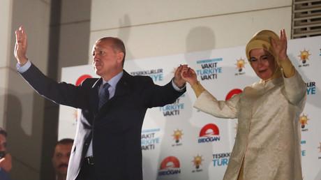 Tayyip Erdogan und seine Frau Emine Erdogan in Ankara, Türkei, 25. Juni 2018.