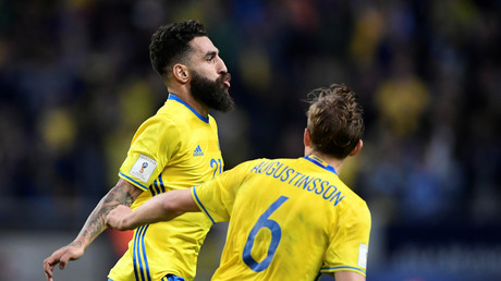 Der schwedische Fußballprofi Jimmy Durmaz und sein Teamkollege Ludwig Augustinsson, Stockholm, Schweden, 9. Juni 2017.