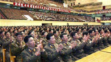 Nordkoreanische Militärs applaudieren nach einem gelungenen Atomwaffentest, Pjöngjang, Nordkorea, 26. Mai 2009.