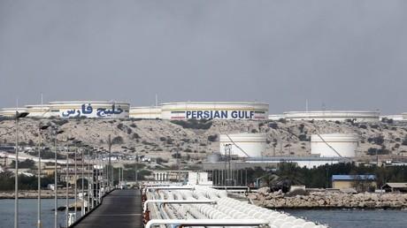 Das Foto zeigt iranische Ölanlagen auf der Insel Khark, am Ufer des Golfs. Die Vereinigten Staaten warnten am 26. Juni 2018, dass Länder auf der ganzen Welt vor dem 4. November aufhören müssen, iranisches Öl zu kaufen oder sonst mit US-Wirtschaftssanktionen rechnen müssen.