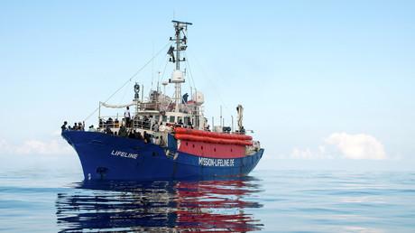 Migranten auf dem Deck des Rettungsbootes
