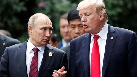 US-Präsident Donald Trump und Russlands Präsident Wladimir Putin auf dem APEC-Gipfel in Danang, Vietnam, 11. November 2017.