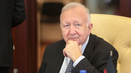 Willy Wimmer war als CDU-Politiker Parlamentarischer Staatssekretär im deutschen Verteidigungsministerium und Vizepräsident der Parlamentarischen Versammlung der OSZE.