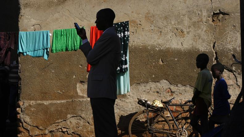 """Uganda führt """"Facebook-Steuer"""" ein: Mobile Nutzung sozialer Medien kostet Geld"""