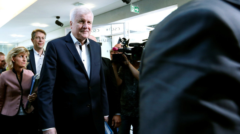 Medienberichte: Seehofer will Ämter abgeben - Parteispitze will ihn abhalten