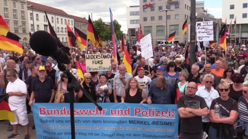 """""""Sie soll zurücktreten!"""" - Protest gegen Merkels Asylpolitik in Cottbus"""