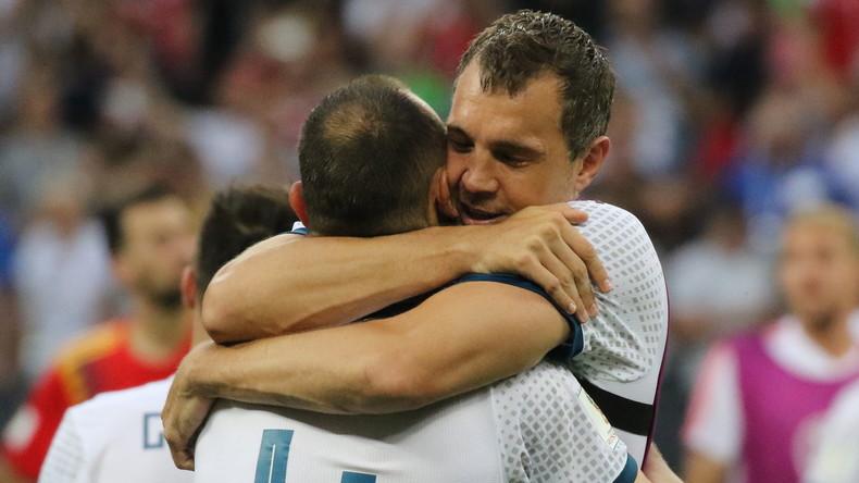 Ansteckende WM-Freude: Spanischer Fan wechselt nach Russland-Sieg die Seite und sein Trikot