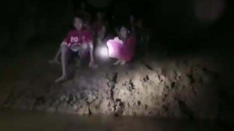 Thailand: Fußballteam zehn Tage in überfluteter Höhle verschollen - 12 Jungen und ihr Trainer leben