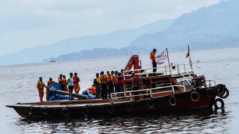 Mindestens zwölf Tote bei Fährunglück vor Indonesien