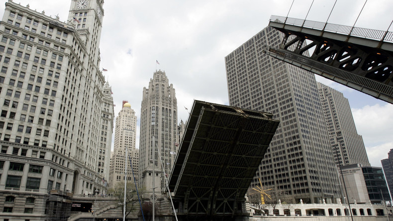 Kollateralschaden durch glühende Hitze in den USA: Feuerwehr in Chicago muss Brücken abkühlen