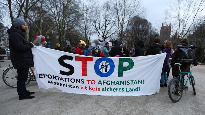 Sammelabschiebung: Bisher größte Gruppe von Afghanen in Kabul angekommen