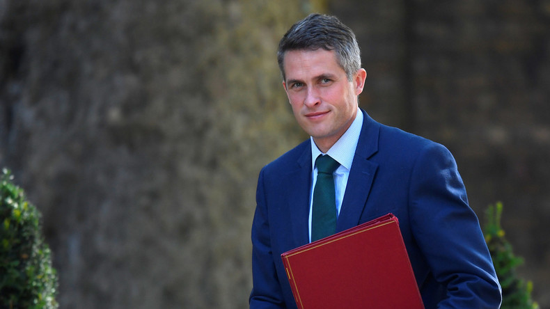 Siri, wer kämpft in Syrien? - Britischer Minister hält Rede im Unterhaus, Siri springt helfend ein