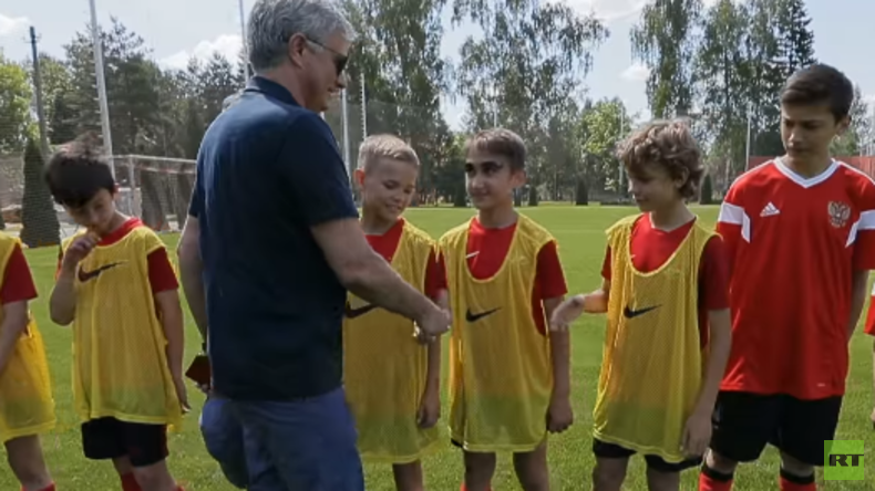 """Exklusiv: Mourinho trainiert mit russischen Junioren – Und macht ein """"Versprechen"""" (Video)"""