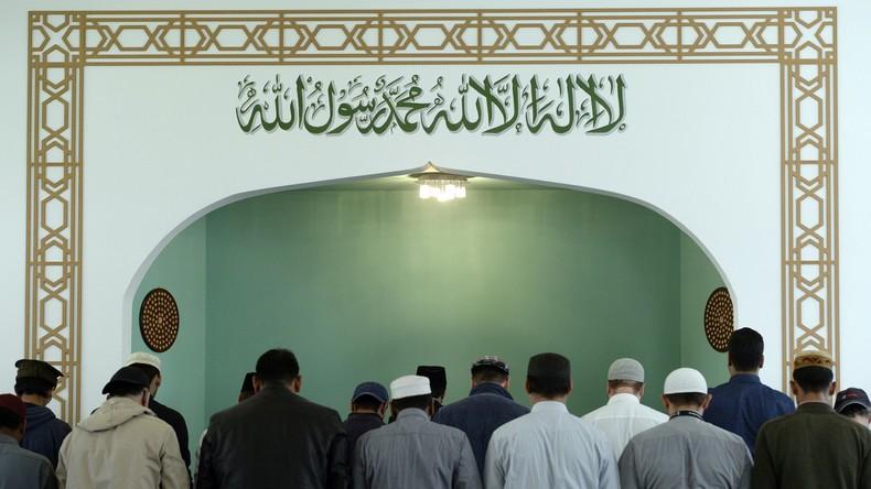 Moschee-Besuch des Sohnes verweigert - 50 Euro Bußgeld für Eltern