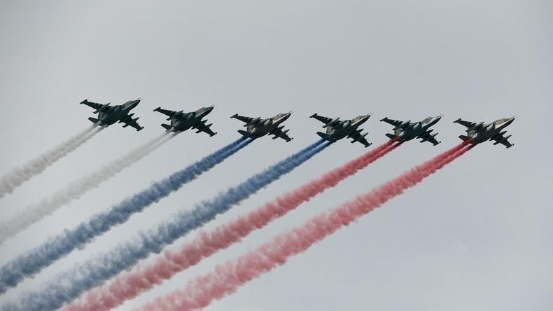 US-Museum gratuliert zum Unabhängigkeitstag - mit sowjetischen Su-25 und russischer Trikolore
