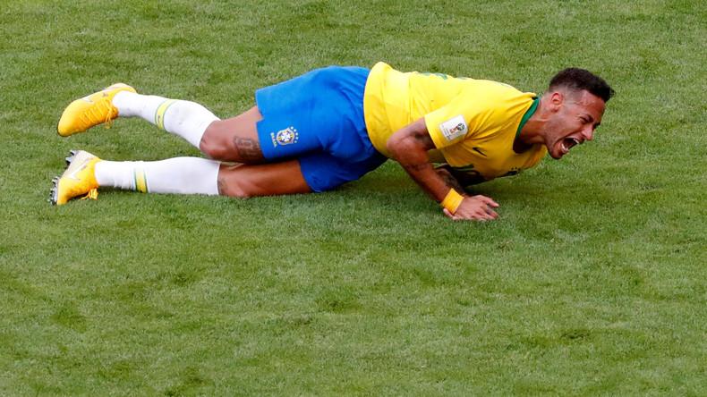 Seine Majestät, der Schwalbenkönig: Neymar verbringt insgesamt 14 Minuten flach auf dem WM-Rasen