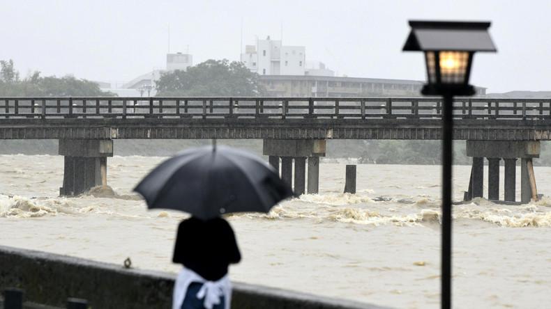 Unwetter in Japan - Hunderttausende müssen Häuser verlassen