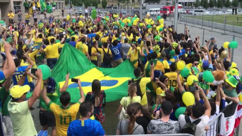 Was für eine Stimmung! - Brasilianische Fußballfans bringen Party nach Kasan