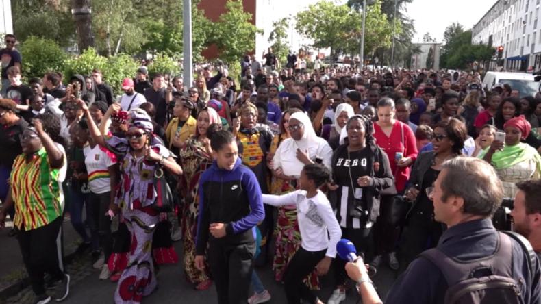 Nach tödlicher Polizei-Kugel in Nantes: Hunderte marschieren friedlich für Opfer