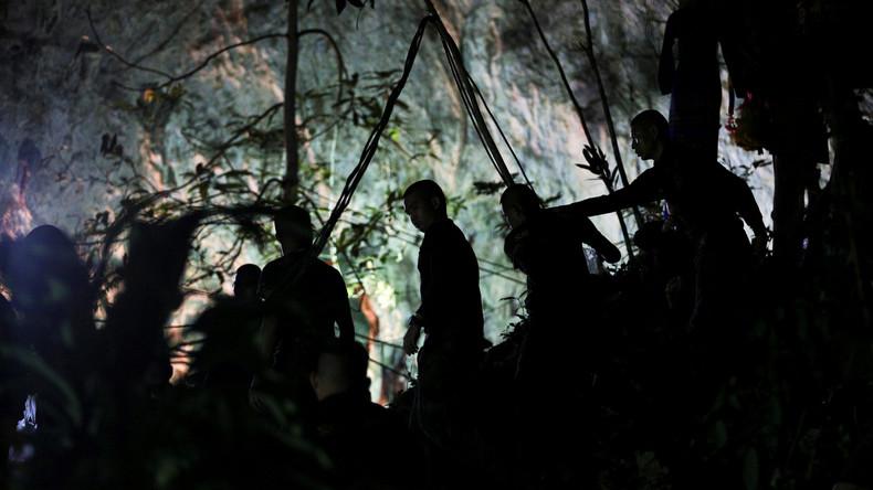Brief aus thailändischer Höhle: Festsitzende Jugendliche beruhigen Familien und Freunde